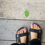 サンダル足のニオイ対策|簡単対処法と美しい足裏・かかとを作るグッズ紹介
