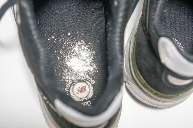 フットクリアを靴の中に入れる量